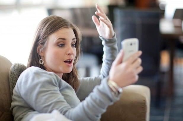 Wer hat das abonniert? Apps, die zusätzliche Kosten verursachen, sorgen bei manchem Smartphone-Benutzer für Ärger - Foto: djd/yourfone GmbH/corbis