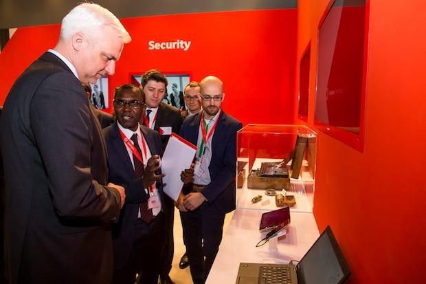 Photo of NRW Wirtschaftsminister Duin besucht Vodafone auf der CeBIT