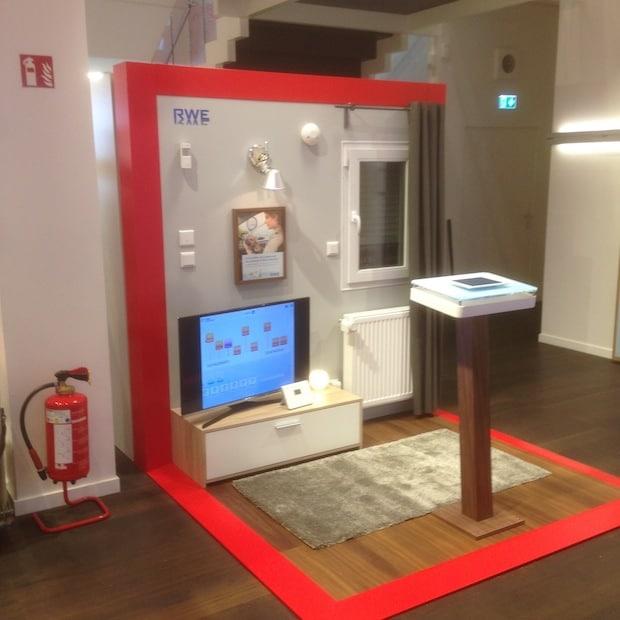rwe smarthome erleben bei vodafone auf dem jungfernstieg. Black Bedroom Furniture Sets. Home Design Ideas