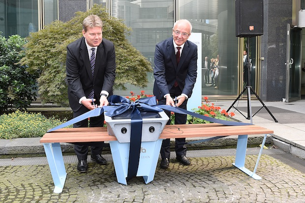Photo of Deutschlands erste Soofa steht bei RWE – Mitarbeiter und Besucher laden ihre Mobiltelefone mit Solarenergie