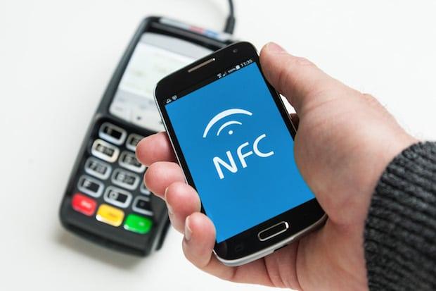 Photo of Bezahlen mit dem Smartphone: Werden unsere Geldbörsen bald überflüssig?