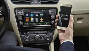 Kabelloser Datenfluss vom Smartphone: SKODA präsentiert Wireless MirrorLink