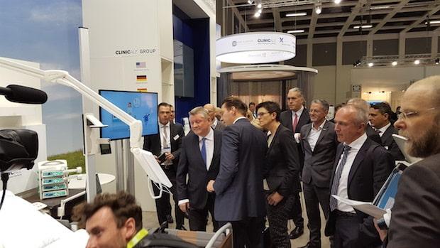 Photo of Hermann Gröhe, Bundesminister für Gesundheit besucht ClinicAll auf der conhIT in Berlin