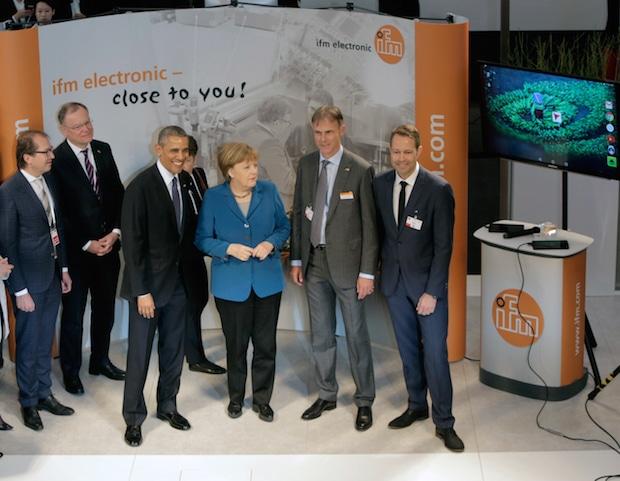 Photo of Merkel und Obama besuchen Messestand von ifm