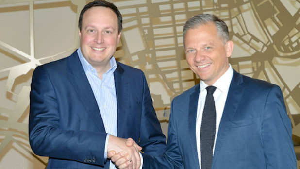 Markus Haas, COO bei Telefónica Deutschland (li.) und Matthias Kröner, CEO FIDOR Bank AG // Quelle: Telefónica