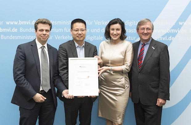 Photo of Staatssekretärin Dorothee Bär begrüßt Huawei als Mitglied der Logistik-Allianz