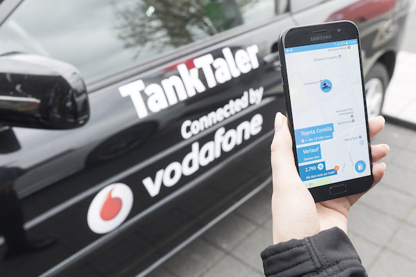 Photo of Vodafone und TankTaler machen jedes Auto zum Connected Car
