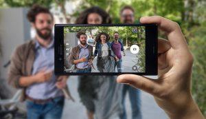 Brillante Fotos, smartes Format, unschlagbar günstig: Das Xperia XCompact von Sony bei O2