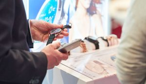Verbraucherumfrage: Smartwatch ist Top-Zukunftstrend für Uhrenbranche