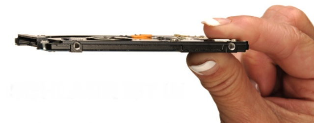Schlank ist in: Die neue 7 mm 2,5-Zoll-Festplatte Travelstar Z7K500 von Hitachi
