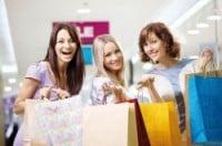 Online und offline einkaufen - das macht vielen Deutschen gleichermaßen Spaß. Foto: djd/CreditPlus Bank