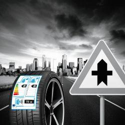 Sicher unterwegs - die Reifen-App hilft bei den Vorbereitungen. Foto: djd/Vergölst/Continental
